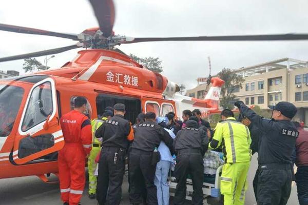 """直升机救援 江西赣州车祸重症伤员实现""""空中转移"""""""