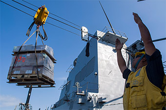 美军航母领衔 多艘军舰在南海过春节