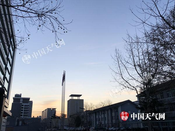 """北京气温坐上""""过山车"""" 今明暖似春后天降温6℃"""