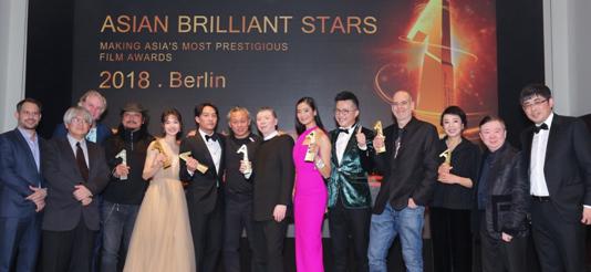 """""""亚洲璀璨之星""""七项大奖柏林颁发,中国电影《芳华》成最大赢家"""