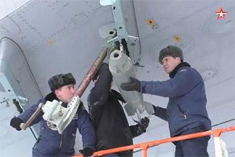 俄罗斯伊尔76大运机翼下挂炸弹要干嘛