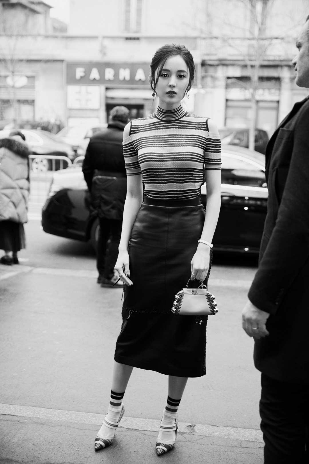 娜扎亮相米兰时装周   修身造型展现靓丽好身材