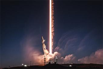 SpaceX公司成功发射猎鹰9火箭送3卫星上天