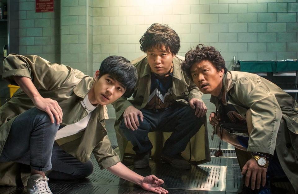 中国春节电影票房创下记录美媒:还要什么好莱坞!