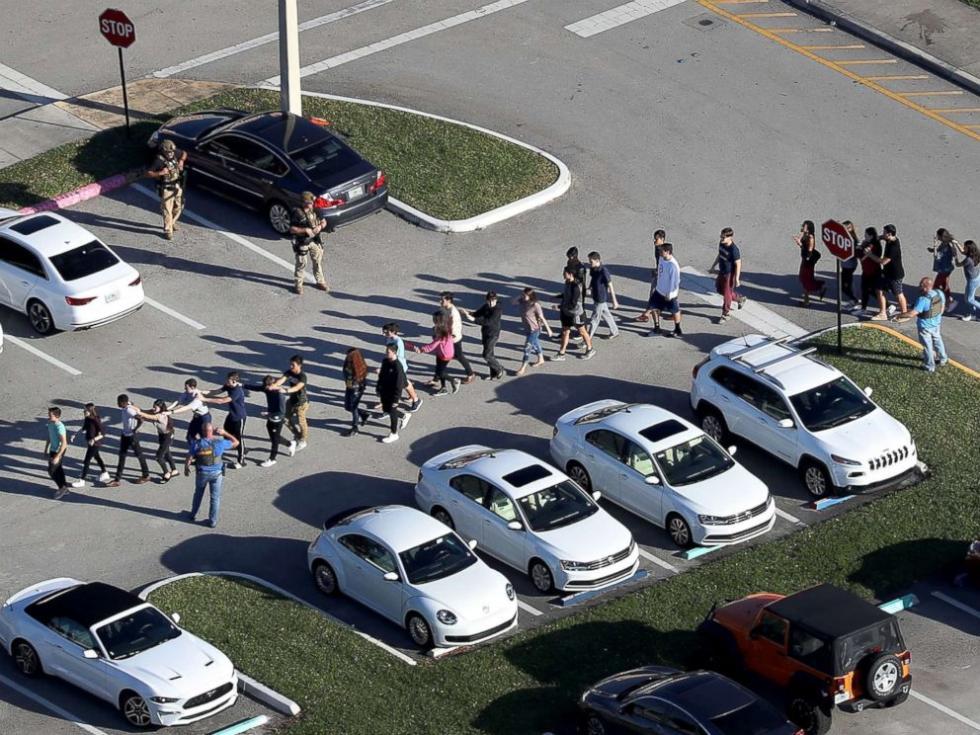美枪击案校园驻警被停职 事发时守在楼外却不进去