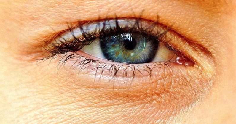 神奇!谷歌AI可以通过扫描人的眼睛来预测心脏病