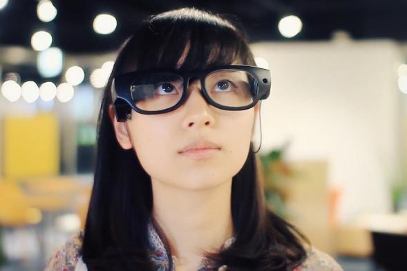 视觉障碍人士福音 智能眼镜可将文字转化为语音