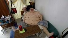 世界最胖男子一年减重500斤 可借助外力支撑站起来
