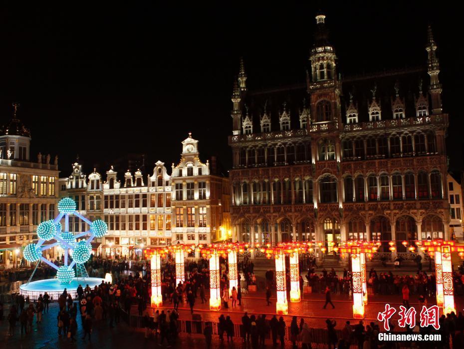 中欧双方在比利时地标布鲁塞尔大广场举行元宵灯展亮灯仪式
