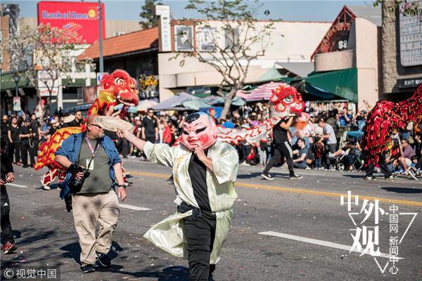 """媒体:春节文化走向全球世界多地亮起""""中国红"""""""