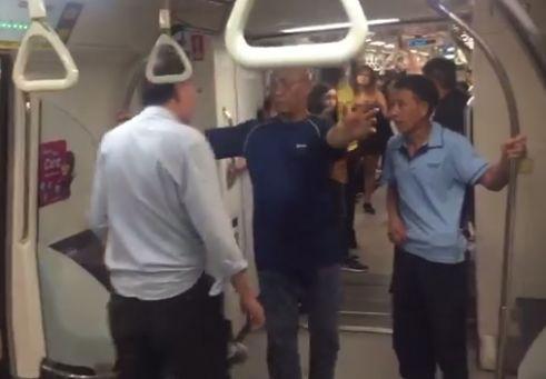 中国男子新加坡遭辱骂 对方:我地位高 你敢动我