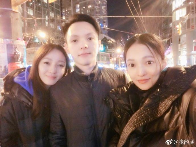 张韶涵姐弟三人合影颜值高 神撞脸傻傻分不清