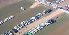 村民春节将麦田改为临时停车场 一天收入2000元