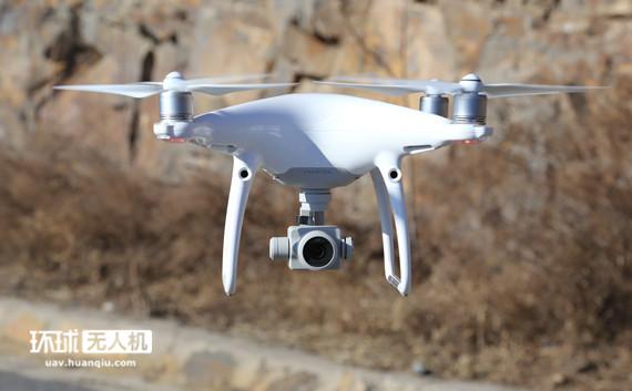 农民无人机玩航拍 新年俗揭示数字科技弥合城乡二元鸿沟