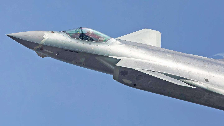 英媒:中国军力正超速增强 但谈全球优势还太早