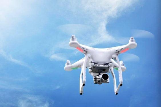 农民买无人机玩航拍 数字科技弥合城乡二元鸿沟