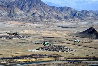 仿佛在外星:陆航部队青藏高原驾驶直升机训练