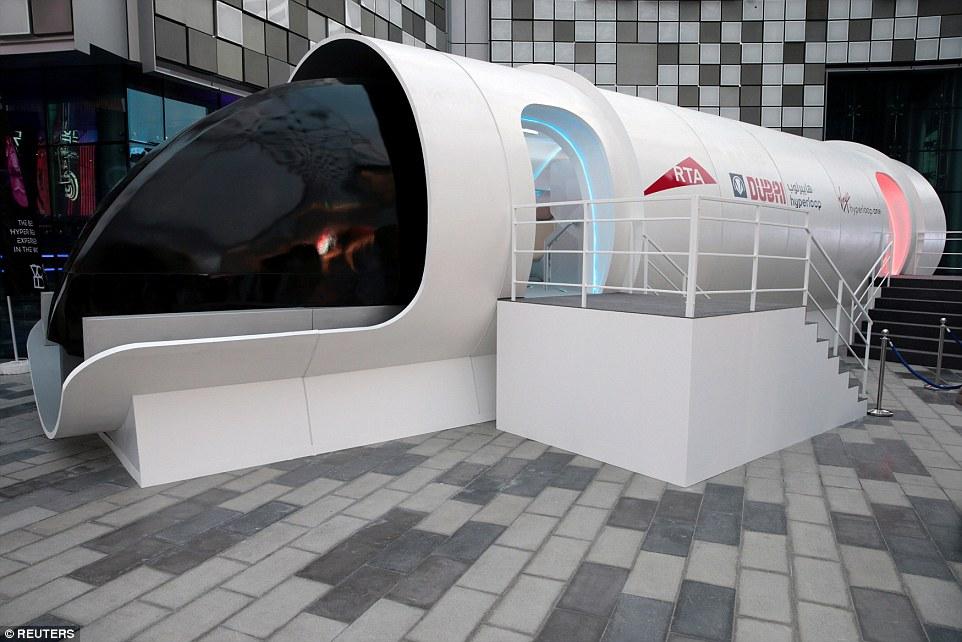 维珍超级高铁原型机亮相 时速高达1200公里/时