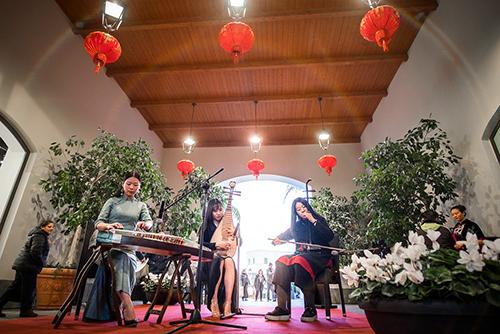"""意大利西西里迎""""福犬旺年""""中国文化节"""