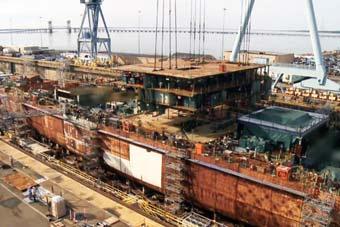美军第2艘电磁航母完工70%