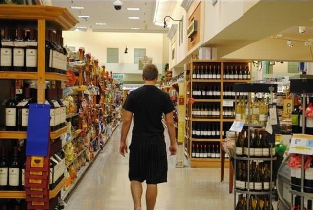 德男子无人超市偷换扫码被捉:重罚160万元