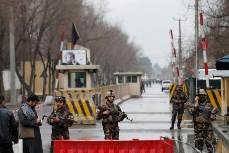 阿富汗一军事哨所遭塔利班袭击 致18名士兵死亡