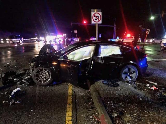 Model 3现世界首例撞毁事故 车主反而感谢特斯拉