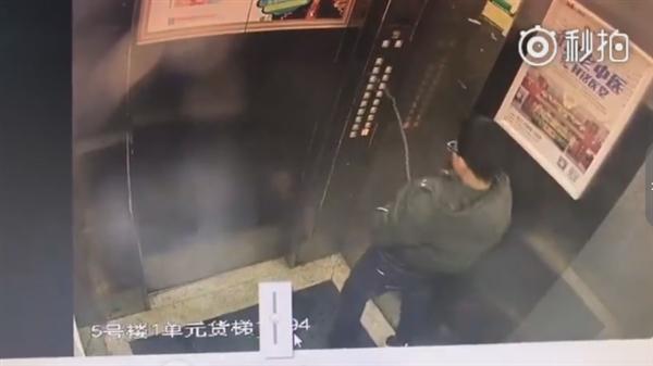 熊孩子向电梯按键撒尿 导致电梯故障被困