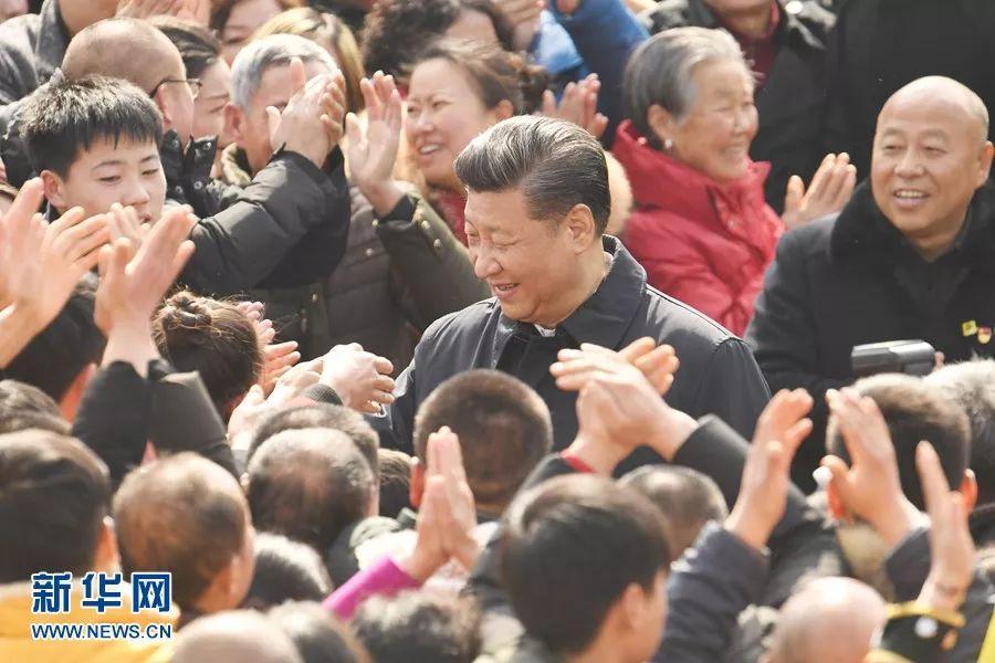 央视快评:人民代表人民选!人民领袖人民爱!