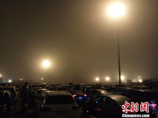 受大雾影响 海口港口临时交通管制暂停进出港