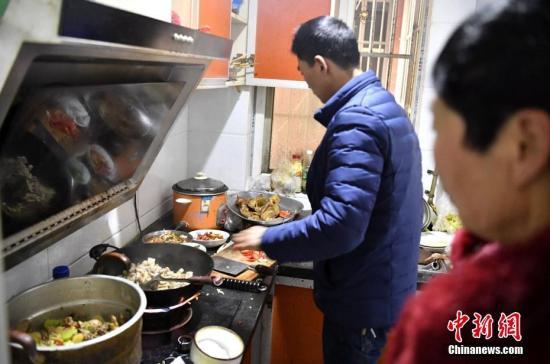 舌尖上的中国:美食王国饕餮盛宴 消费升级渗透春节餐桌