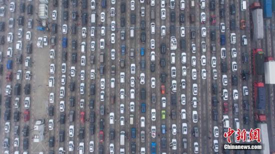 海口三港待港车辆降至万辆以下 交通得到缓解