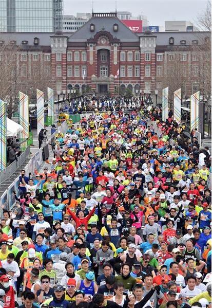 东京马拉松赛日本记录刷新 获奖选手领593万元奖金