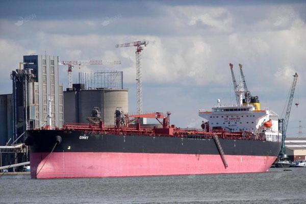 大连港最大单船成品油顺利出口