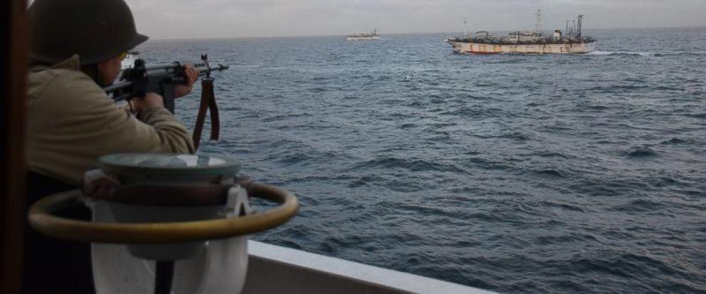"""外媒:阿根廷海警向""""非法捕捞""""中国渔船开火射击"""