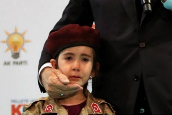 """土耳其总统""""吓哭""""小女孩:如果你殉国,会以你为荣"""