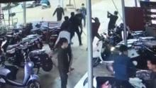 数名蒙面男子持械打砸车行 目前已有三人被抓