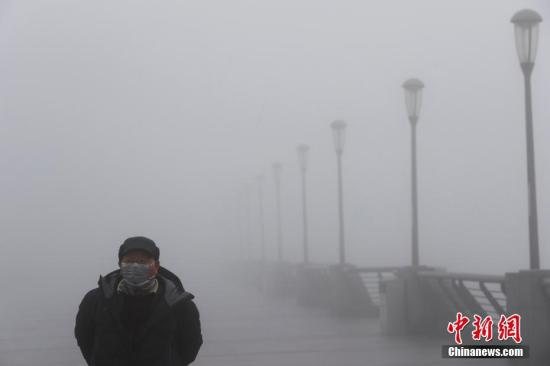 中国南方遇大雾及阴雨 不利春运返程