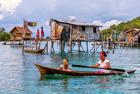 巴瑶族人一生生活在海上