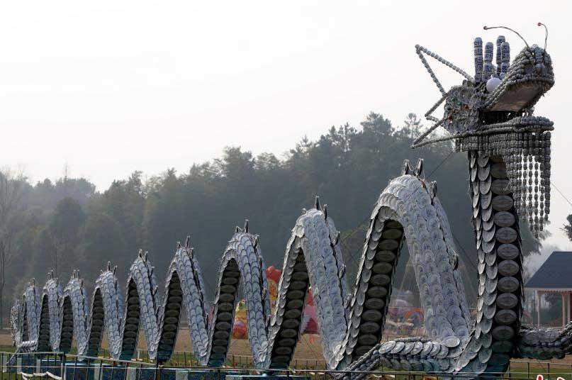 """湖南现百米长""""瓷器龙"""" 由30000个瓷器组成"""