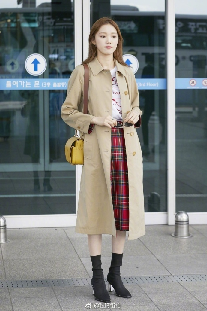 郑秀妍、林珍娜、李圣经都在穿 这款风衣有什么魅力