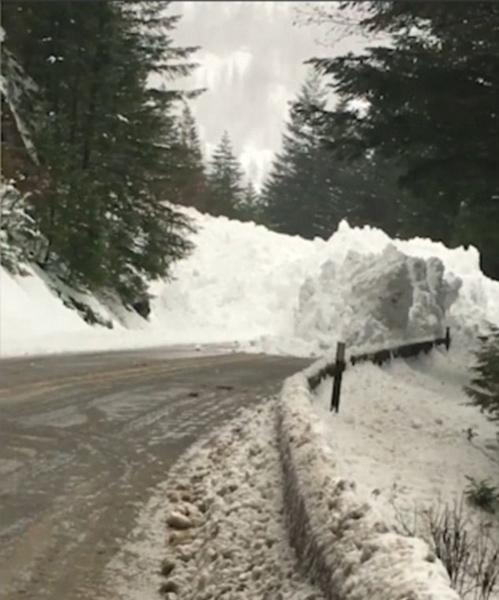 美华盛顿州突发雪崩 60名司机高速路受困