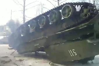 战斗民族又把战车开翻了 盘点那些尴尬翻车瞬间