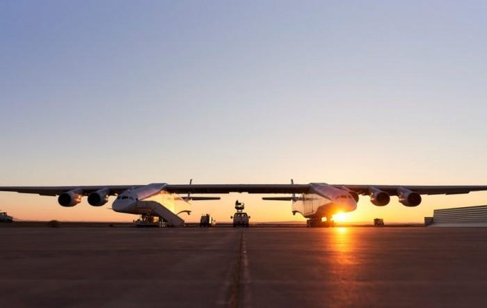 Stratolaunch测试可在空中发射飞船的飞机