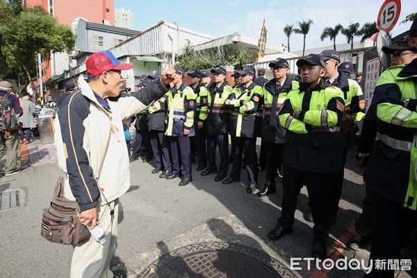 反年改团体与警方爆冲突 洪秀柱轰民进党令人忍无可忍