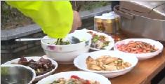义乌市民坚持11年为春运交警免费送午餐