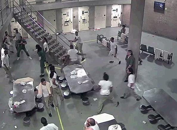 芝加哥监狱16名囚犯群殴 或将面临刑期延长