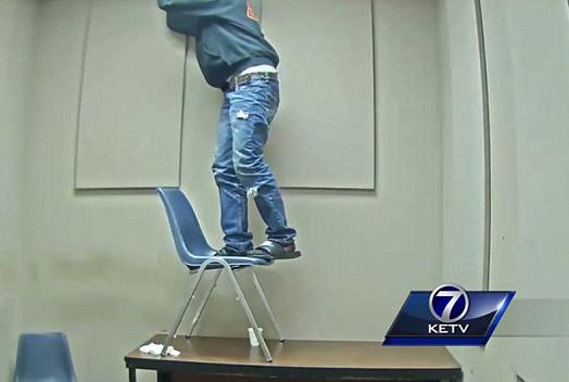美罪犯企图在警局审讯室藏匿毒品 被抓现行