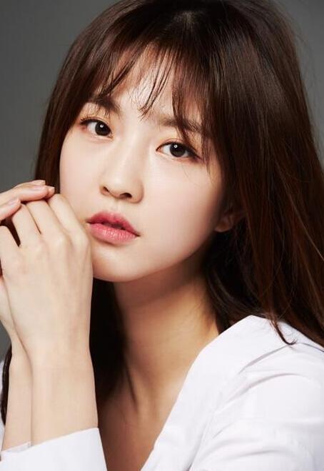中国演员刘虞佳正式开始在韩演艺活动 将搭档李钟硕出演广告