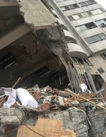 花莲地震大楼秒塌致14死 无证建商偷工减料被押